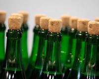 Реализаторов горячительных напитков накажут по всей строгости за спаивание несовершеннолетних