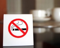 Штраф за курение в общественных местах «задерживается»...